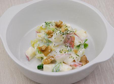 リンゴと茹で白菜のアルプスヨーグルトサラダ