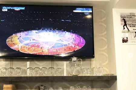 店内の3台の大モニターで、平昌オリンピックをライヴで