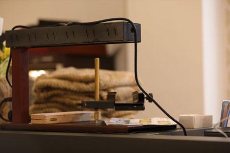 ラクレットオーブンはラクレットチーズの断面を加熱する専用オーブンです。