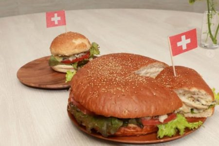 人気のスイスバーガーのビッグサイズ誕生!